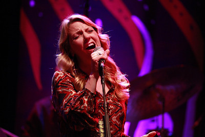 Susan_Tedeschi_Photo_by_Julian_Konwinski